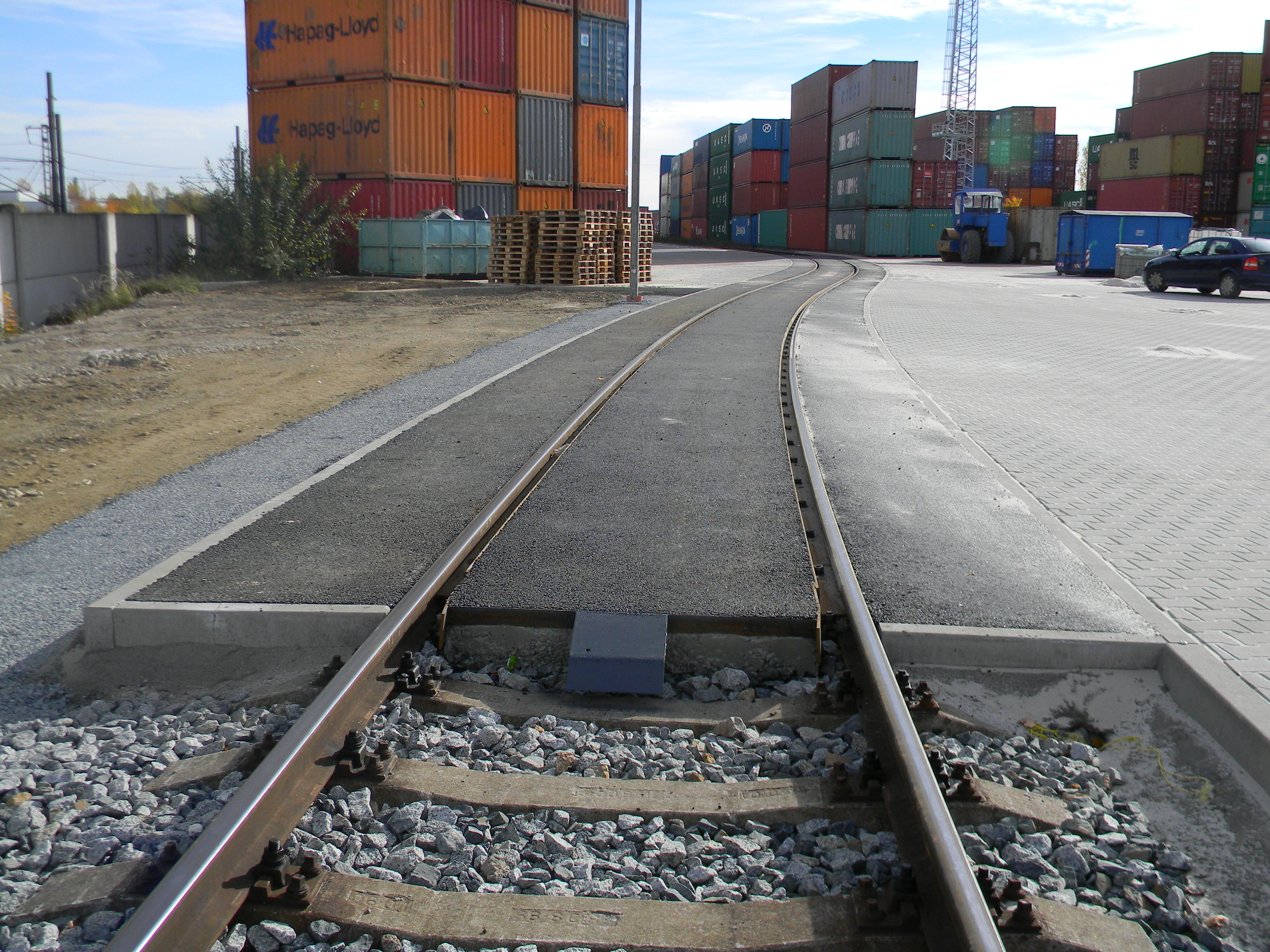 Vlečková kolej a plochy Metrans Uhříněves